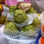Atemoya-Frucht (schmeckt sehr süß ohne großen Eigengeschmack)