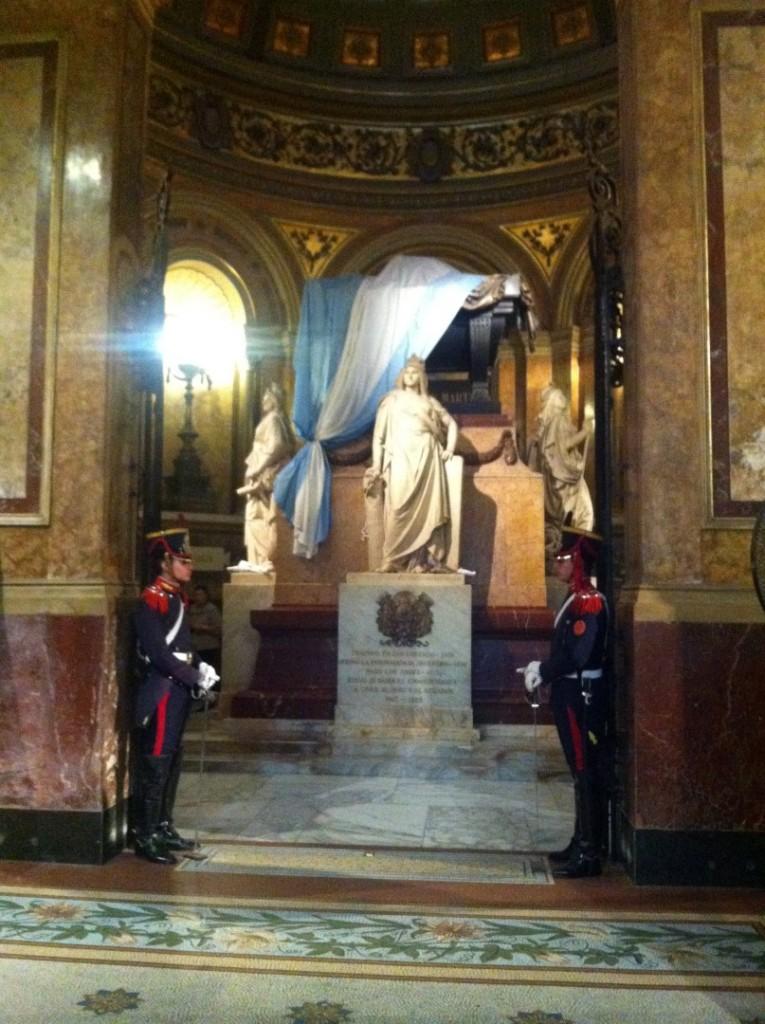 Das Grab San Martins - ein südamerikanischer Unabhängigkeitskämpfer