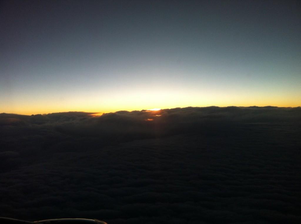 Flug in den Sonnenuntergang nach Santiago
