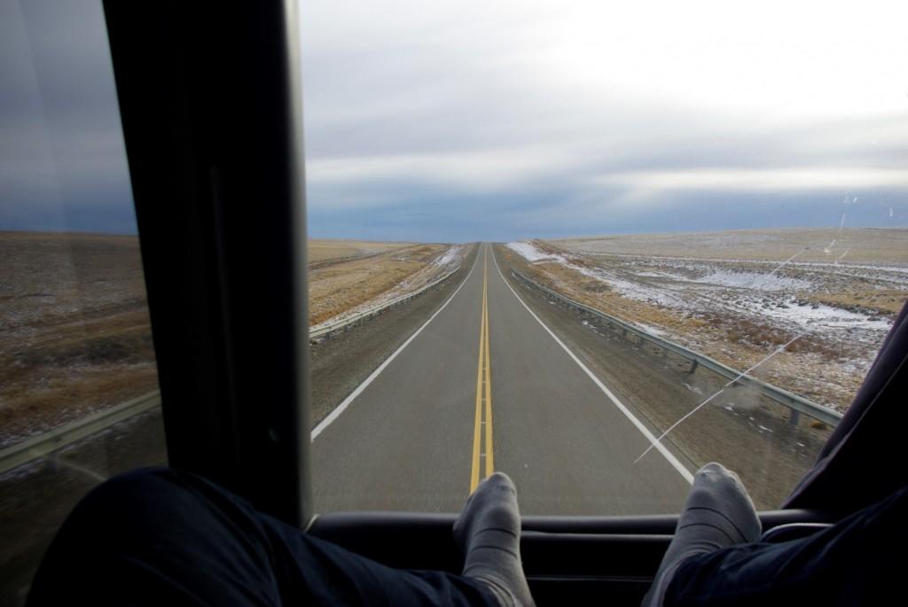 Busfahrt mit unendlich langen Straßen
